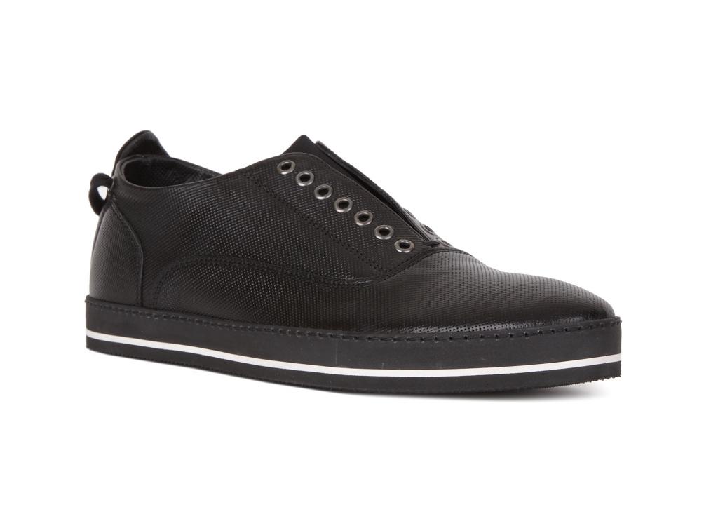 6a663b945b90 ... аксессуары, парфюмерию, но начиналось все с пошива классических ботинок  для мужчин. Создатели бренда придерживались концепции, что обувь должна ...