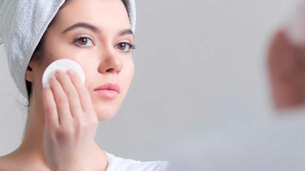 Сухая кожа вокруг глаз: 5 причин и что делать с сухостью
